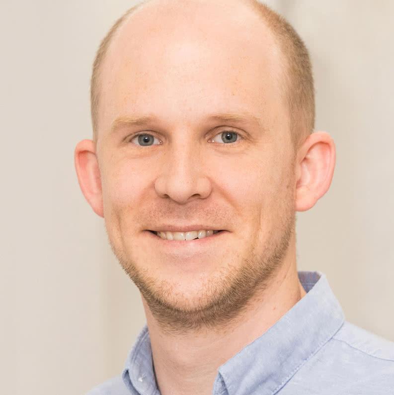 Dr. Martin Lenze